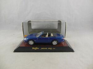 Maisto 31501 1996 Jaguar XK8 convertible in Metallic Blue 1:43 Scale