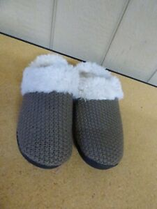 $29.50 Isotoner Women's Chunky Knit Willow Hoodback Slippers 8.5-9; Taupe