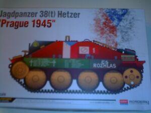 ACADEMY 1/35 SCALE WWII GERMAN JAGDPANZER 38 (T) HETZER PRAGUE 1945 K/N 13277