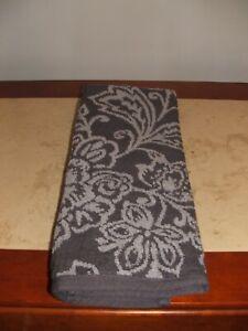 NWT $16 liz claiborne jaquard winter hand Towel  Towels Luxurious