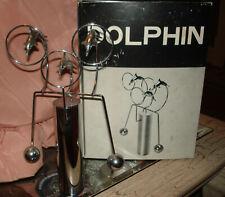 Vintage Escultura Delfín CINÉTICO BALANCE DE Cromo Escritorio Accesorio en Caja Orig.