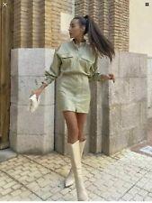 Mini Vestido Zara Verde Imitación Cuero puños abotonados con etiqueta talla S Bnwt