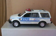 1/24 SCALE MOTORMAX 2000 FORD EXPEDITION NYC POLICE SUV
