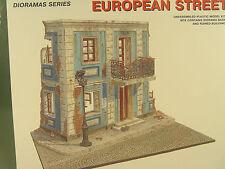 Stadthaus Ruine m. Balkon -  Diorama Bausatz - Miniart 1:35 - 36011 #E