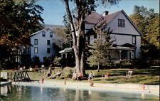 Pine Hill New York vintage postcard 1958 The Hotel Tyrol Partie am Hotel Garten