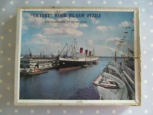 VINTAGE WOODEN VICTORY JIGSAW PUZZLE OF THE QUEEN MARY AT SOUTHAMPTON COMPLETE