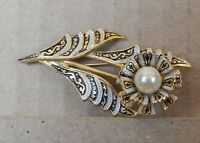 Vintage  1950's Gold tone enamel and faux pearl brooch flower design  5.5cm