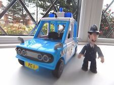 POSTMAN PAT PC SELBY FIGURE WITH PUSH ALONG SDS POLICE CAR
