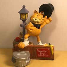 Extremely Rare! Garfield Giving a Show on the Street Figurine Statue