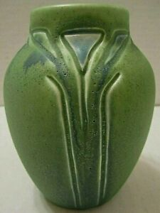 1907 ROOKWOOD HAND CARVED ART & CRAFTS ART POTTERY VASE BY ARTIST CECIL DUELL