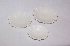Set of 3 Graduated White China Shell Pickle Sauce Nut Bonbon Party Nibble Dishes