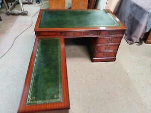 STUNNINGLY RESTORED LARGE FLAME MAHOGANY ANTIQUE REPRODUCTION L-SHAPED DESK