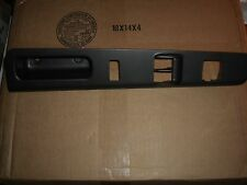 04-12 Gm Chevy colorado Gmc canyon 2 door left driver side front bezel 19131156