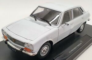 Welly 1/18 Scale Model Car 18001W - 1975 Peugeot 504 - White