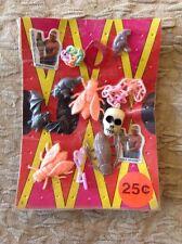 1985 Vending Display Hulk Hogan Fly Bat Skull Necklace Dinosaurs Rings Beetle