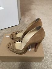 Size 10 used christian louboutin shoes w/out box!! Size 40 In European Size!