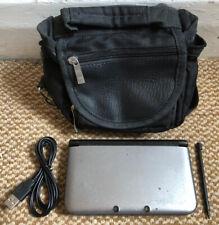 * Nintendo 3DS XL * Plateado y Negro Portátil De Consola Con Stylus, Cargador Y Estuche
