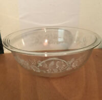 "Vintage PYREX MIXING BOWL 325 2.5L COLONIAL MIST 10"" Clear Glass White Floral"
