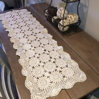 """Vintage Hand Crocheted Table Runner 14""""x48"""" Ivory Medallions Scalloped Cottage"""