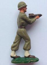 Petit Soldat STARLUX Militaire portant un Obus Torpille Missile