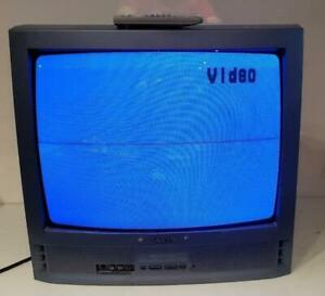 "Sanyo 20"" CRT TV DS19500 Retro Gaming RARE Blue Vintage November 2002 w Remote"