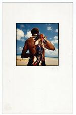 photographie couleur E. Gajdel homme aux poissons multicolore Afrique pêcheur