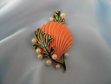 Vintage CROWN TRIFARI Enamel Pearl Clam Shell Pin Brooch ~ Under The Sea ~ MINT!