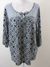 M&S Collection Blk & Wht top. Plus size UK 20. 2 patterns. 3/4 sleeve.