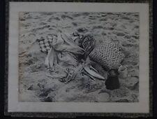 Ancienne photo noir et blanc Nazaré Portugal 23,5x17,5 enfant alllongé poisson