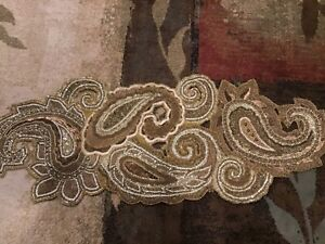 PIER 1 IMPORTS BEADED MOTIF TABLE RUNNER GORGEOUS BRAND NEW FREE SHIP!