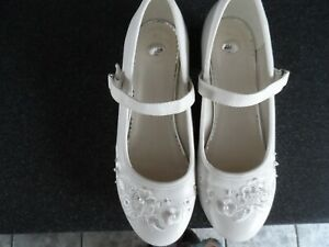 TU SIZE 4 CREAM SHOES WORN COUPLE HOURS AT HOLY COMMUNION