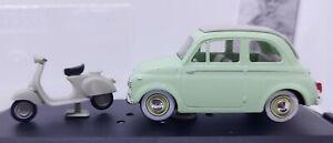 VITESSE 1/43 Fiat 500 1957 verdino con scooter Vespa Piaggio con vetrinetta