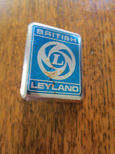 BRITISH LEYLAND BLUE /& SILVER WING BADGE PLASTIC CZH2717