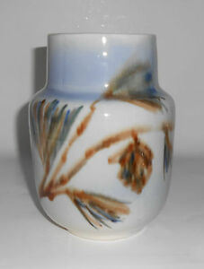 Vontury Pottery Large Pine Cone Decorated Vase