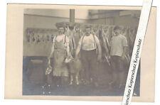 Foto Ak Metzger Schlachter Fleischer mit Schaf Schlachtbank 1920/30 (F2603