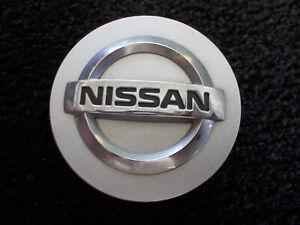 Nissan Altima Maxima Sentra Versa OEM alloy wheel silver center cap 40342-ZM70