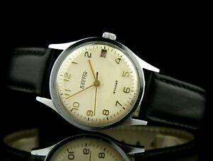 VOSTOK 2214 Vintage Award Red Date Soviet Mechanical Wristwatch SERVICED USSR ☭