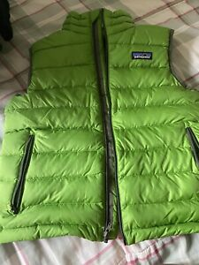 Patagonia Youth Boys Green Down Puffer Vest Size Small 7-8