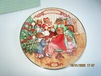 "1989 Christmas Plate ""Together For Christmas"" AVON exclusive 22KT Gold Trim"