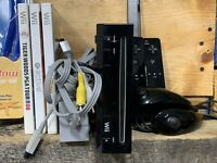 Nintendo Wii Video Game System Console Bundle RVL-001 Black 3 Games Accessories