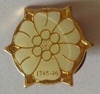 White Flower 1745-1746 Golden Small Pin Badge Vintage Collectable (G1)