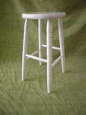 TABURETE alto, lacado en blanco. Alto 73 cms. Madera
