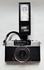 Camara fotografica OLYMPUS PEN EE-2..y Flash MAXWELL 303-H.
