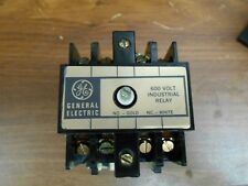 GE 600 VOLT INDUSTRIAL RELAY  CR120B-022 SERIES A W/ 110/120 VOLT COIL 50/60 HZ