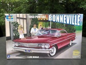 Vintage Trumpeter 1960 Pontiac Bonneville Model Kit 1:25 Scale Original Started