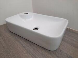 ~~~GREAT PRICE~~~ 😊  White Bathroom Basin 44cm x 25cm - Slight fault