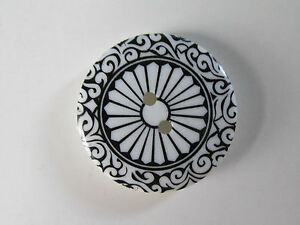 BLACK AND WHITE MEDALLION Button, 2 holes, 25mm