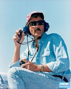 Richard Petty licensed Official NASCAR Racing Unsigned Glossy 8x10 Photo STP (C)