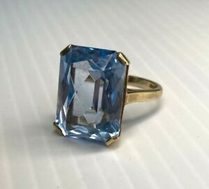 Vintage 9ct yellow gold Blue Topaz cocktail ring. Size N.