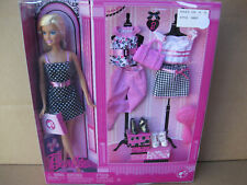 2008 Pink Barbie Doll, Fashion and Accessories